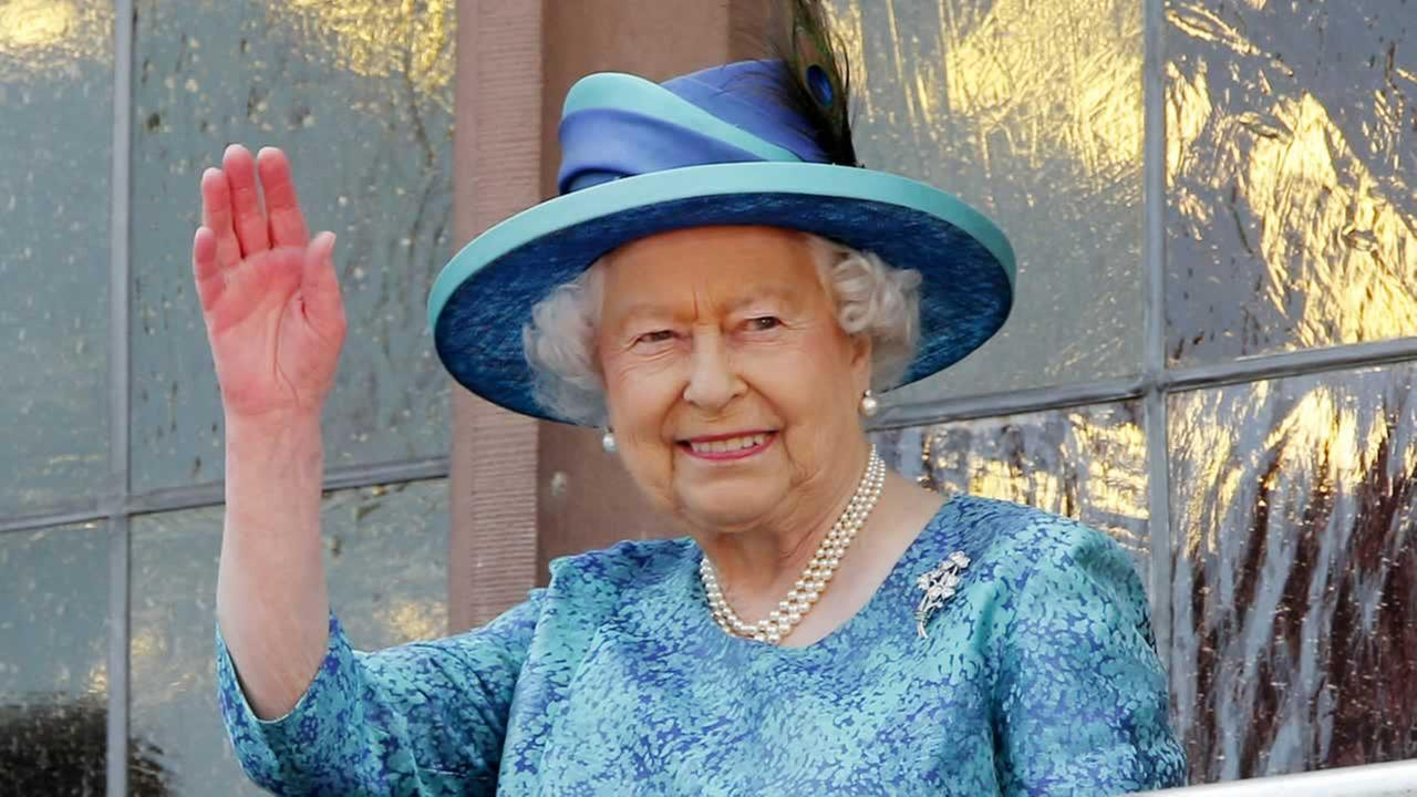 Britains Queen Elizabeth II waves from the balcony of the Roemer town hall in Frankfurt, Germany, Thursday, June 25, 2015.
