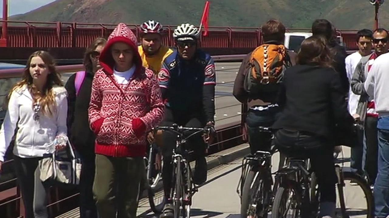 people and bikes on the Golden Gate Bridge