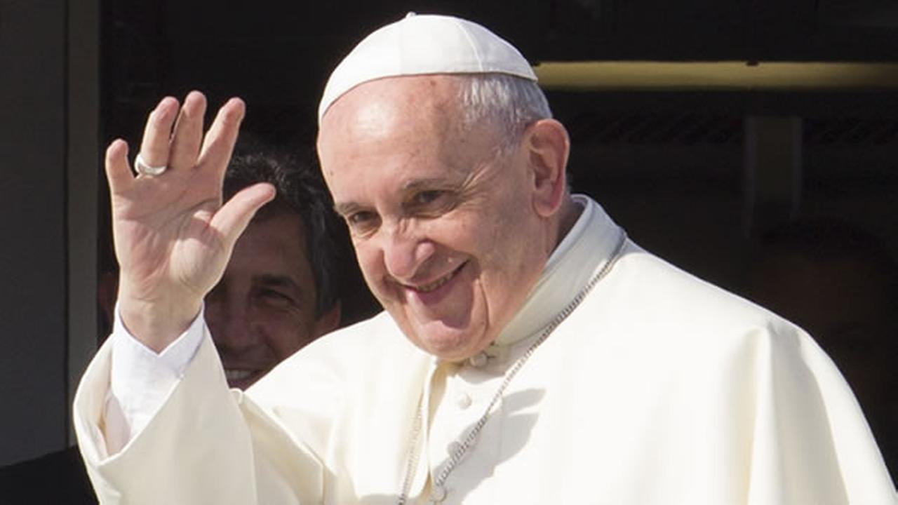 Pope Francis waves to reporters at Romes Fiumicino international airport, Saturday, Sept. 19, 2015, as he boards his flight to La Habana, Cuba.
