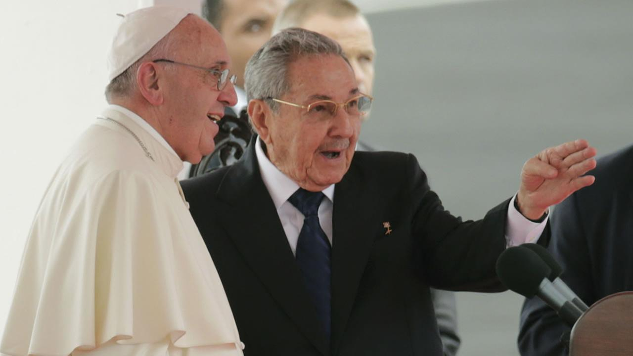 Pope Francis speaks with Cubas President Raul Castro during his arrival ceremony at the airport in Havana, Cuba, Saturday, Sept. 19, 2015.AP Photo/Ramon Espinosa