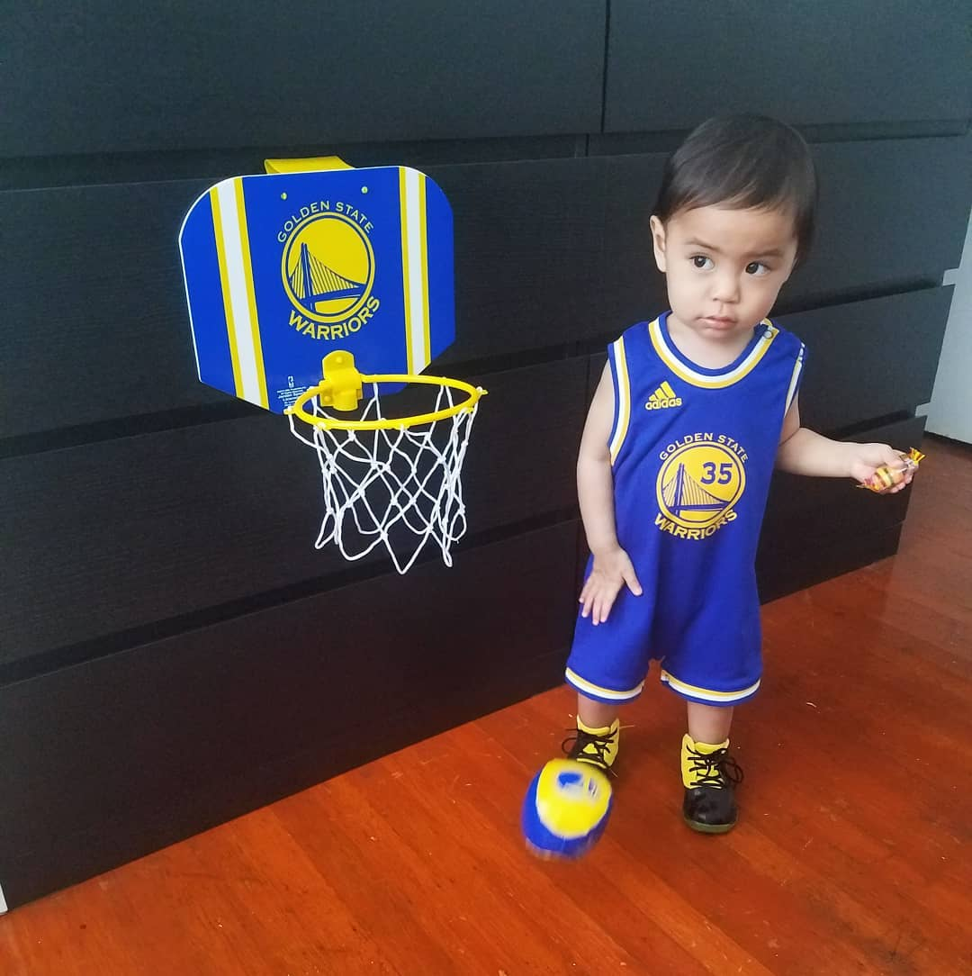 <div class='meta'><div class='origin-logo' data-origin='none'></div><span class='caption-text' data-credit='Photo submitted to KGO-TV by chickielicious/Instagram'>Warriors fans show their spirit during the 2017-2018 season. Share your photos using #DubsOn7 and you may see them online or on TV!</span></div>
