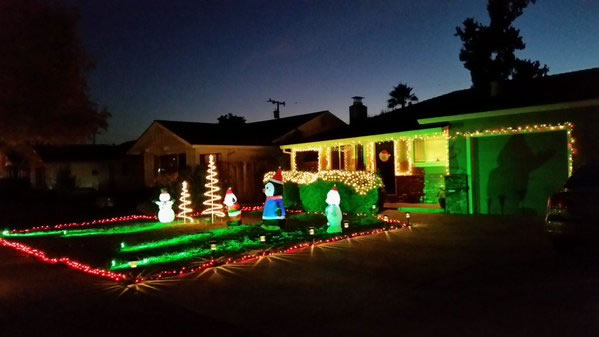 "<div class=""meta image-caption""><div class=""origin-logo origin-image none""><span>none</span></div><span class=""caption-text"">Christmas decorations.  (Photo sent to KGO-TV by  andiicoulson/Twitter)</span></div>"