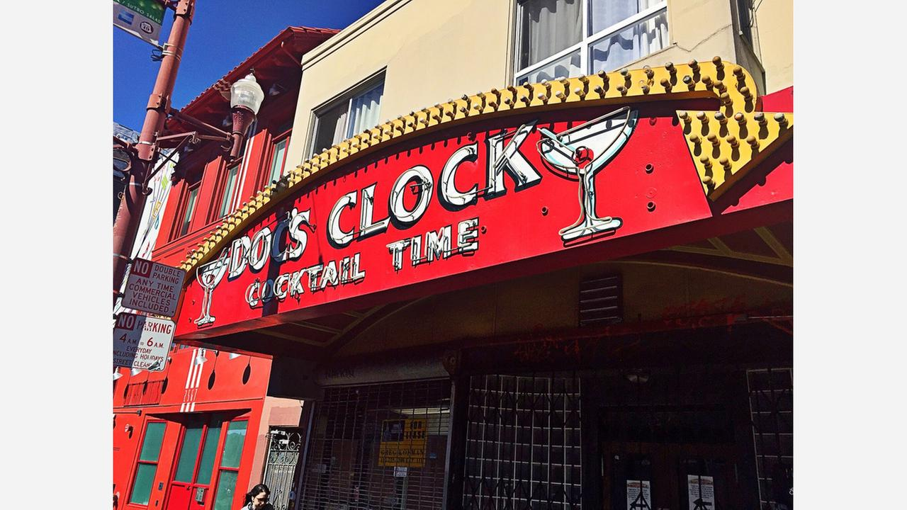 The Docs Clock sign at its old location at 2575 Mission St. | Photos: Alisa Scerrato/Hoodline