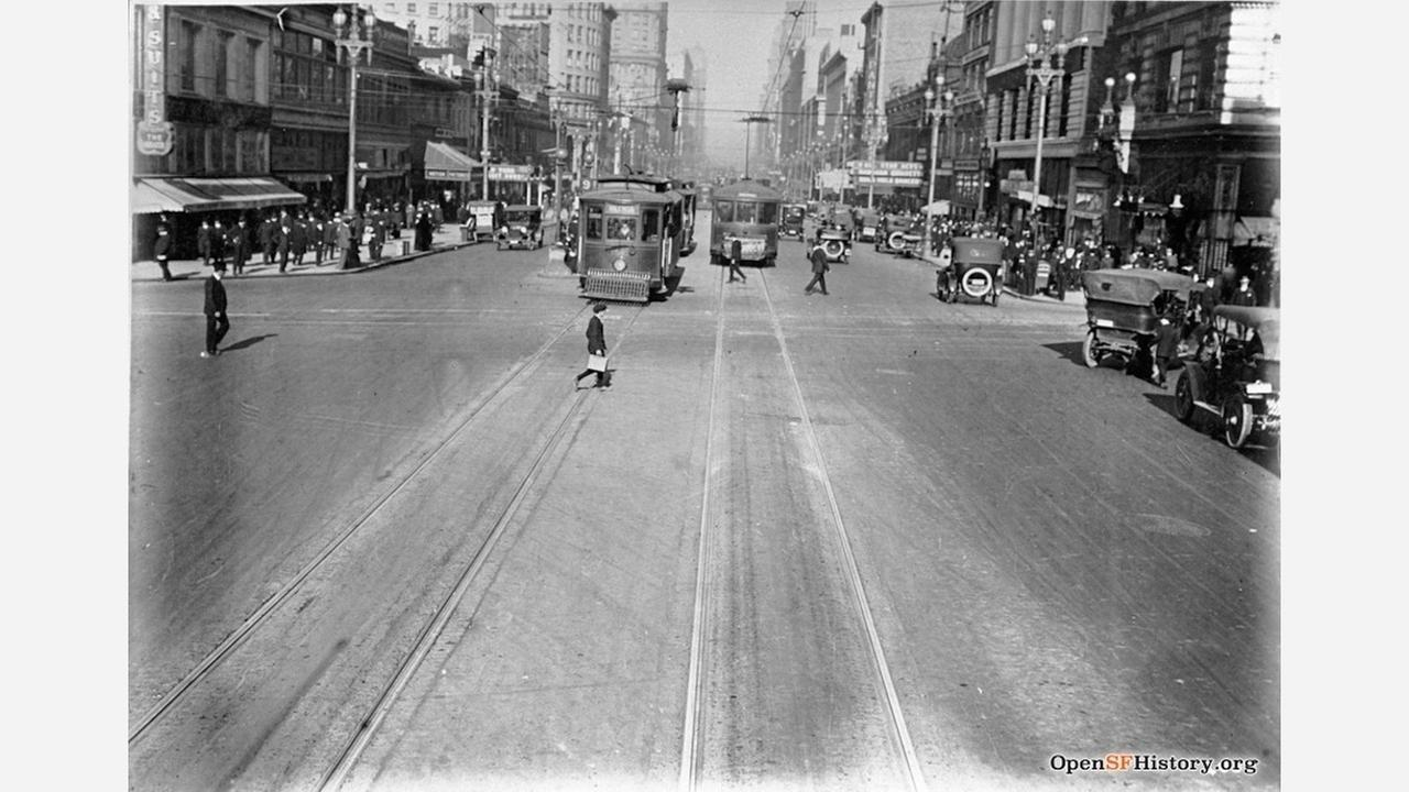 Looking east on Market St. from 6th Street in 1917. | Photo: OpenSFHistory wnp36.01493.jpg
