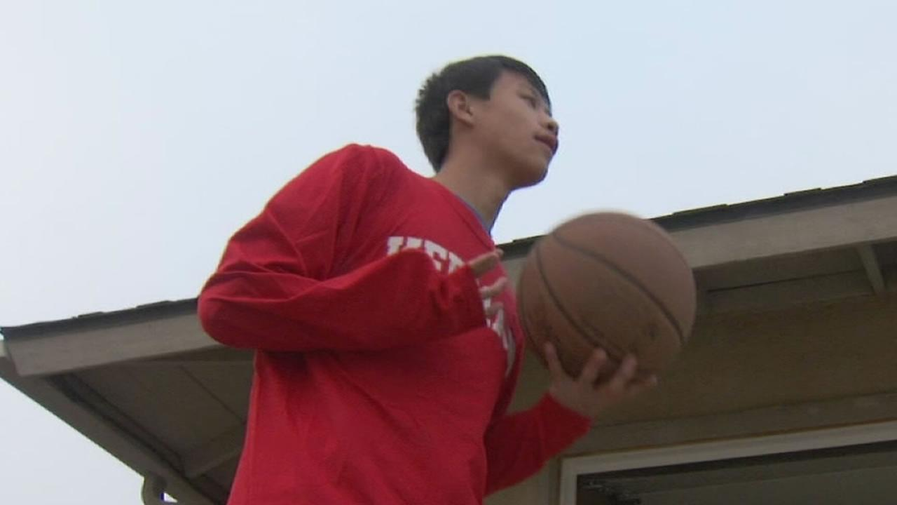Special-needs Kerman basketball player stuns crowd during his first game