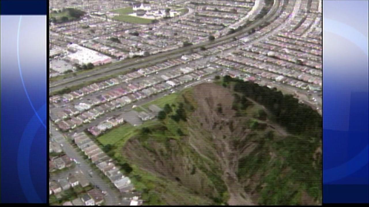 El Nino hastens Avalon Canyon erosion in Daly City