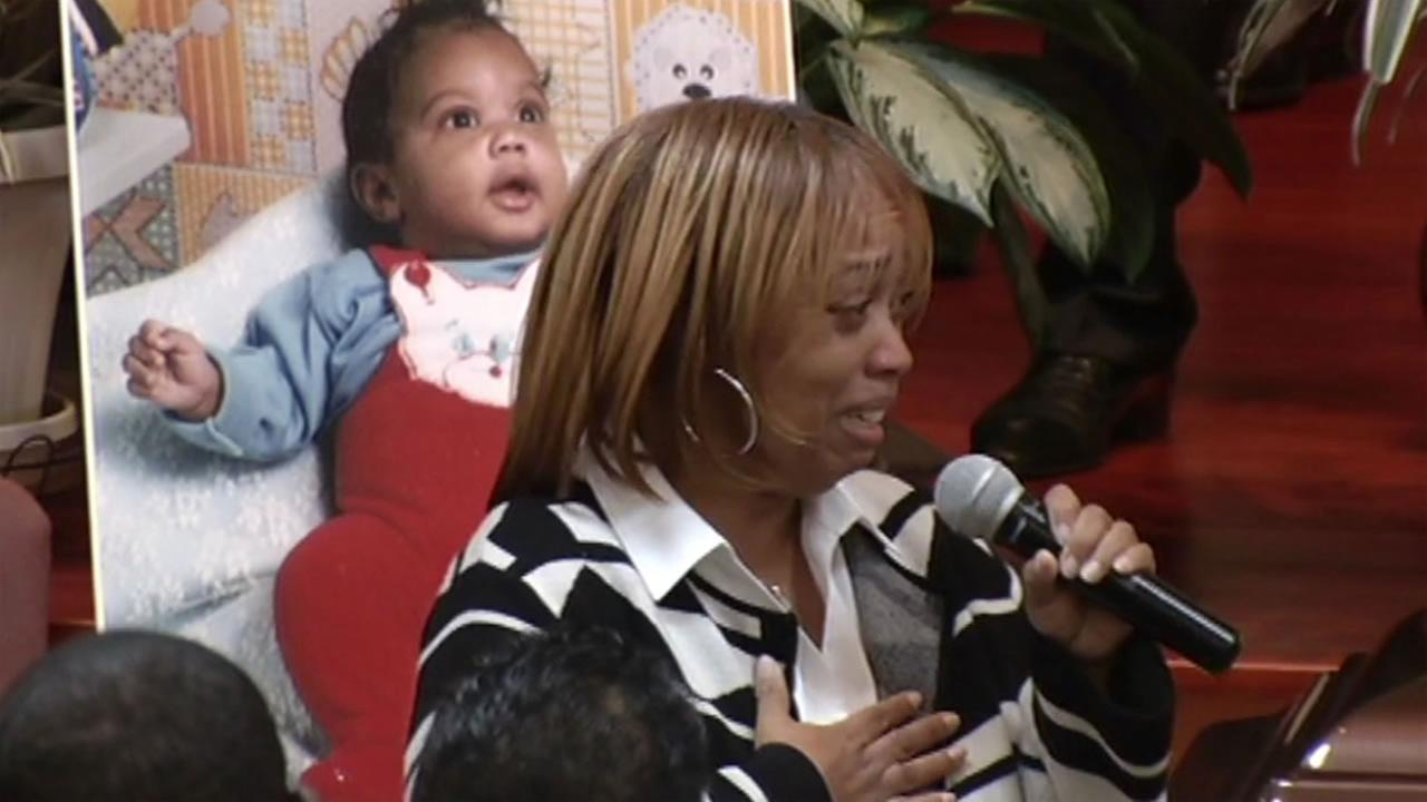 Gwendolyn Woods eulogizes her son Mario Woods at his funeral in San Francisco Dec. 17, 2015.