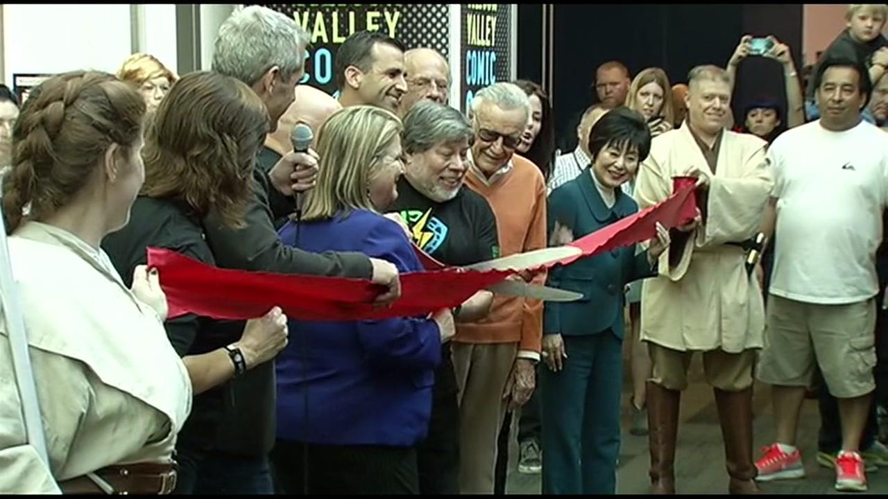 Steve Wozniak cuts a ribbon at the first ever Silicon Valley Comic Con in San Jose, Calif. March 18, 2016.