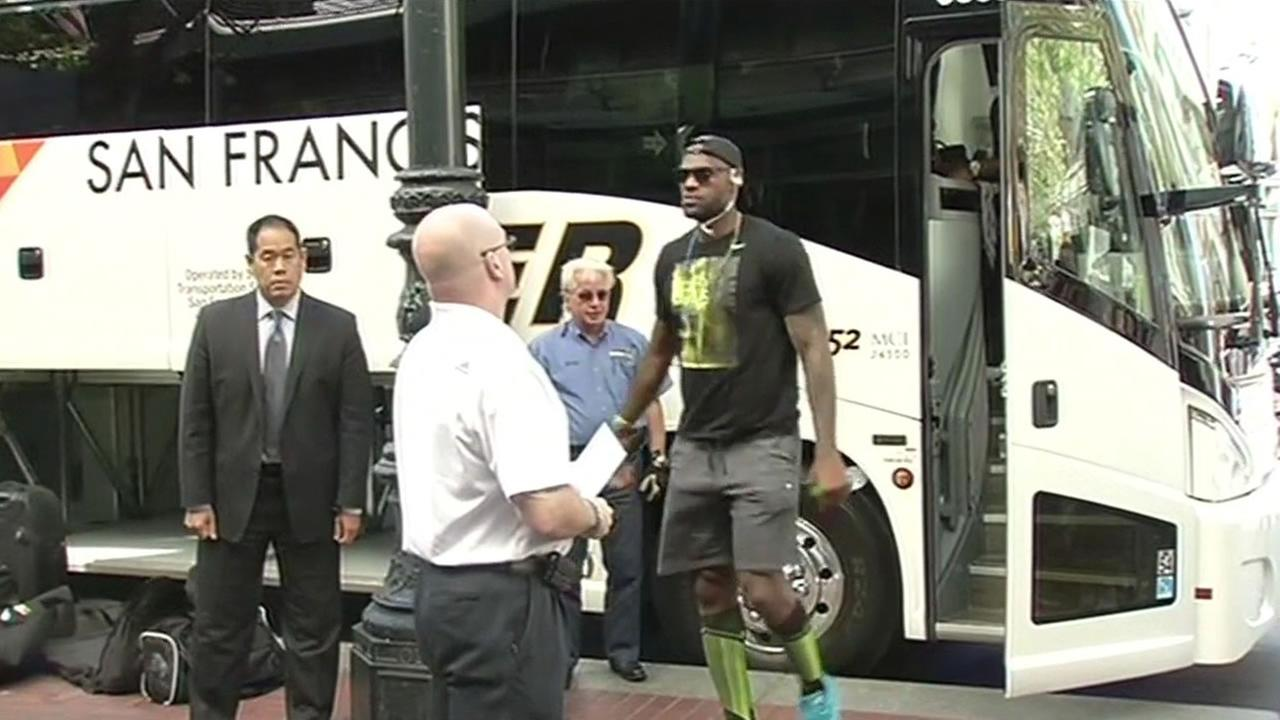 Cleveland Cavaliers star LeBron James is seen getting of a charter bus in San Francisco, Calif. on Tuesday, May 31, 2016.