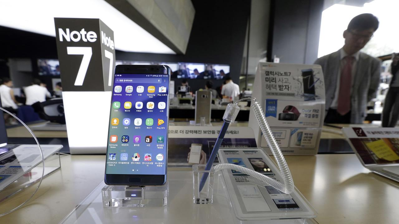 n this Sept. 8, 2016 file photo, a Samsung Electronics Galaxy Note 7 smartphone is displayed at the headquarters of South Korean mobile carrier KT. (AP Photo)