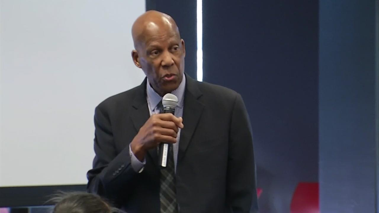 Civil rights activist and icon Terrance Roberts speaks to students in San Ramon, Calif. on Mar. 2, 2017.