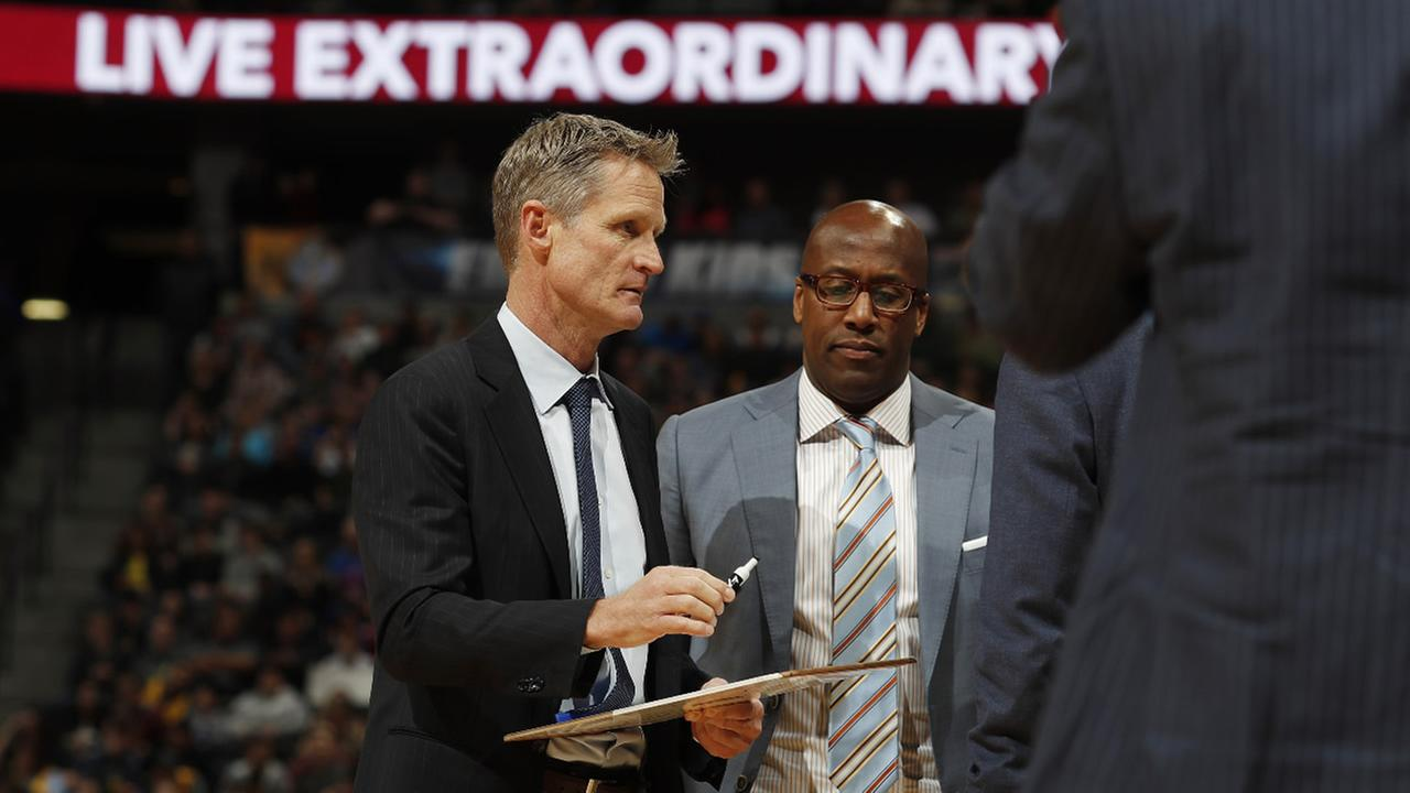 Warriors head coach Steve Kerr and assistant coach Mike Brown in the first half of an NBA basketball game Monday, Feb. 13, 201, in Denver. (AP Photo/David Zalubowski)
