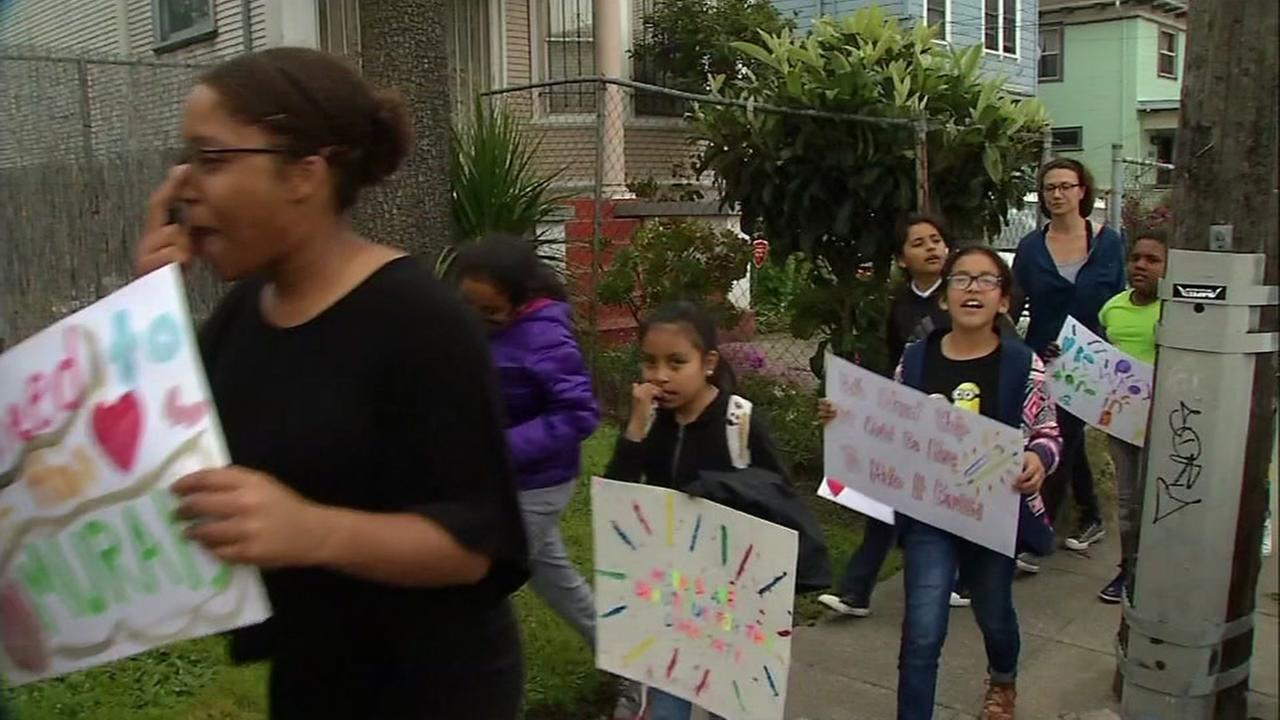 Elementary students protest mural being blocked by Caltrans over copyrighting