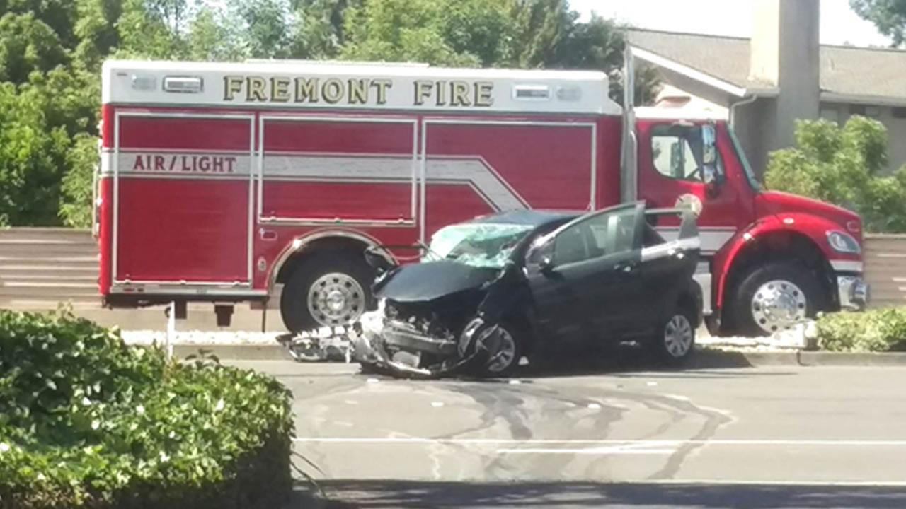 1 killed, 3 hospitalized after crash in Fremont