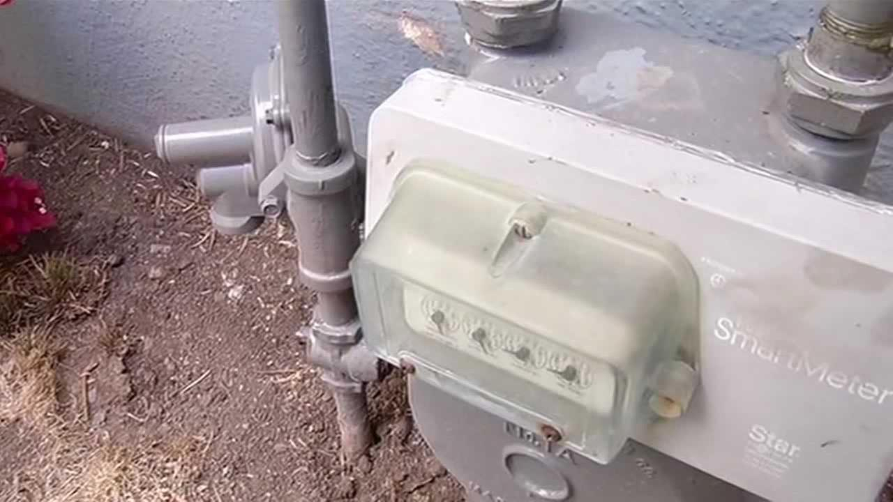 On Monday, PG&E crews attempting to adjust a gas line to a Castro Valley homeowner?s meter accidentally broke it.