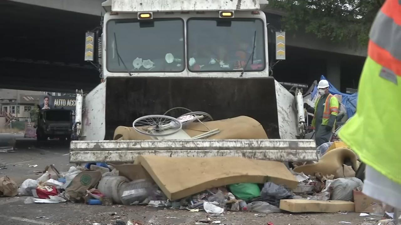 Oakland workers clean up homeless encampment, no one moved out