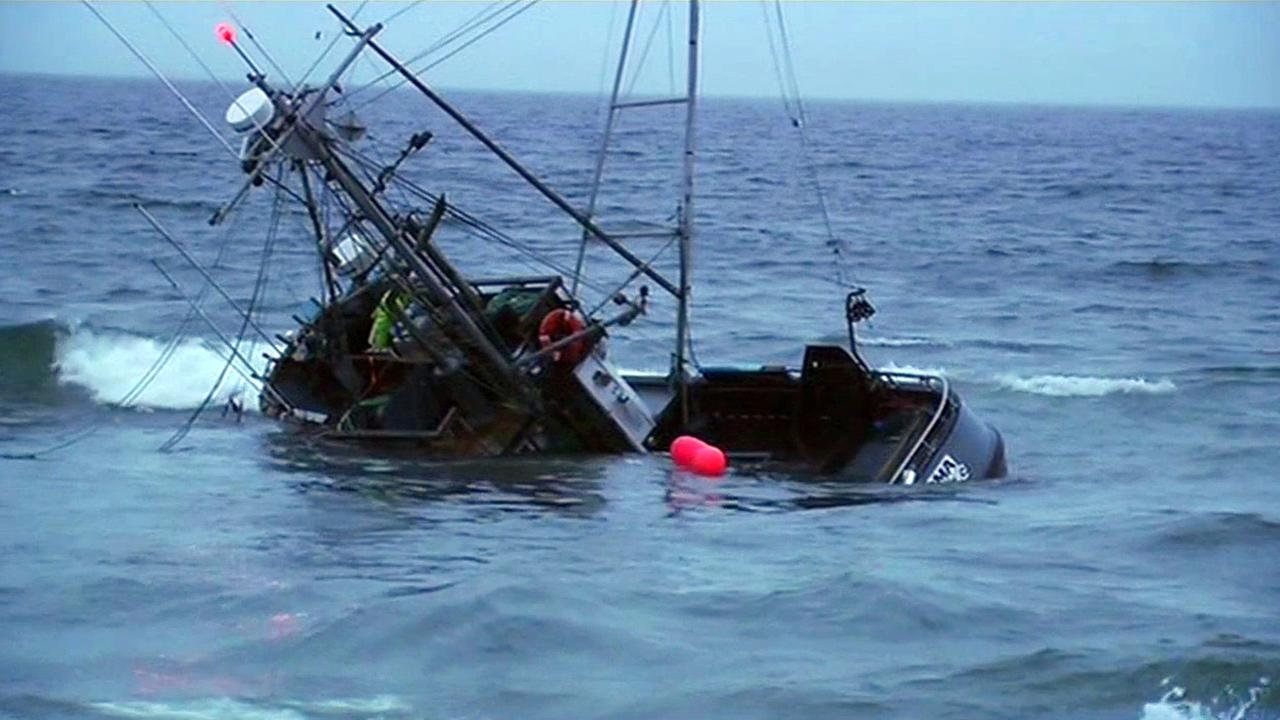 Boat runs aground at Ocean Beach.