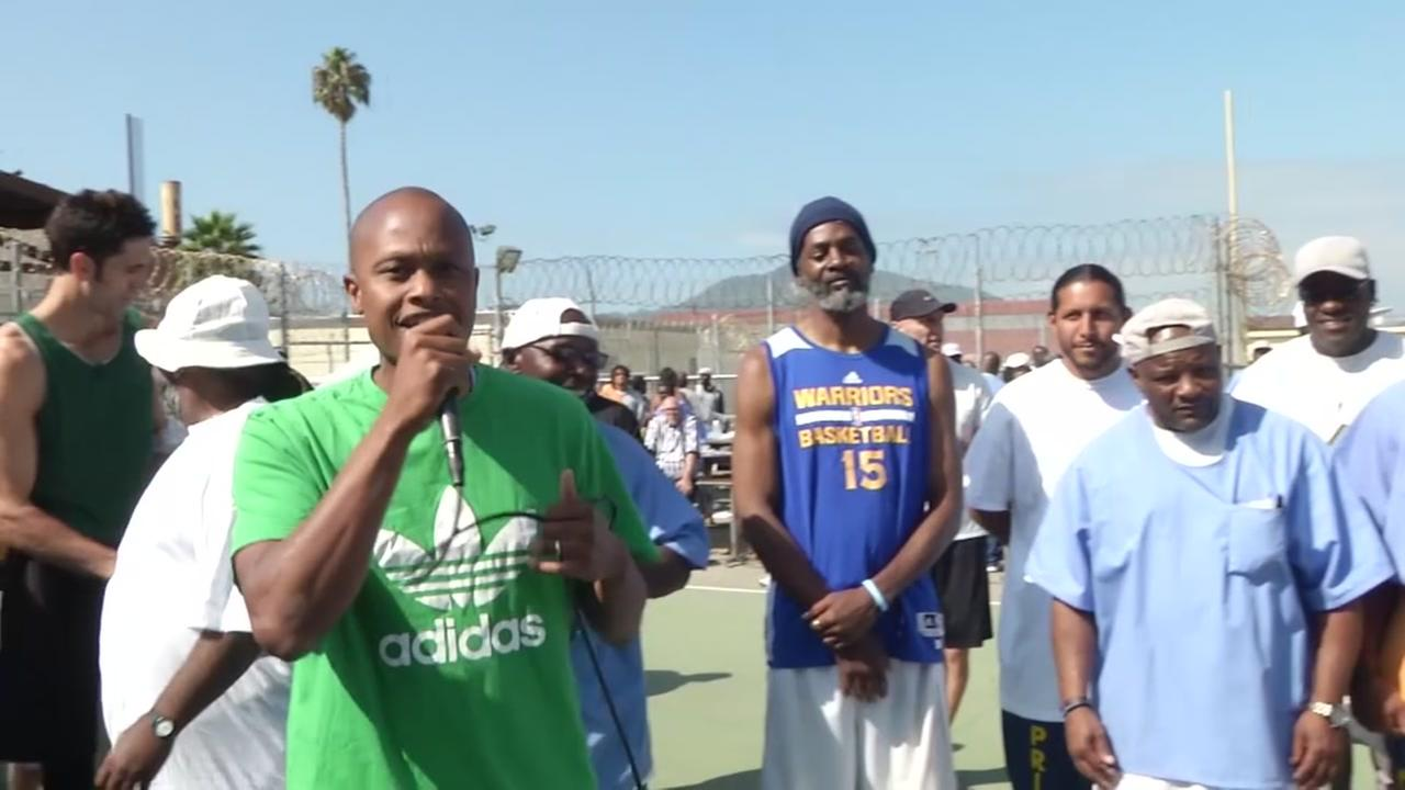 VIDEO: Warriors general counsel shows off rap skills at San Quentin basketball game