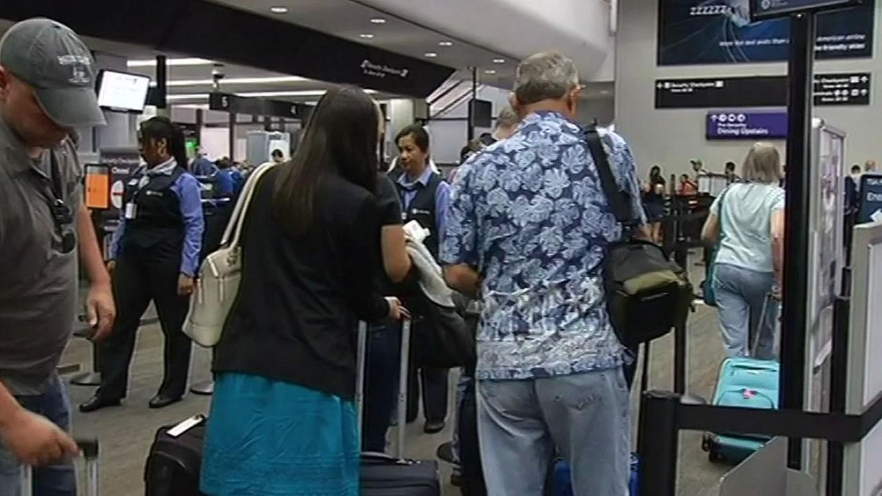 Airlines passengers at SFO headed for Hawaii