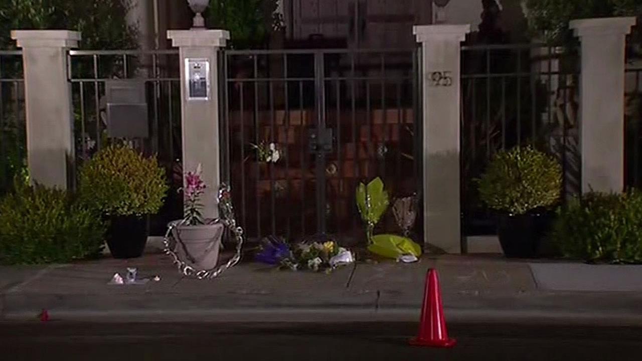 flowers left at Robin Williams Tiburon home