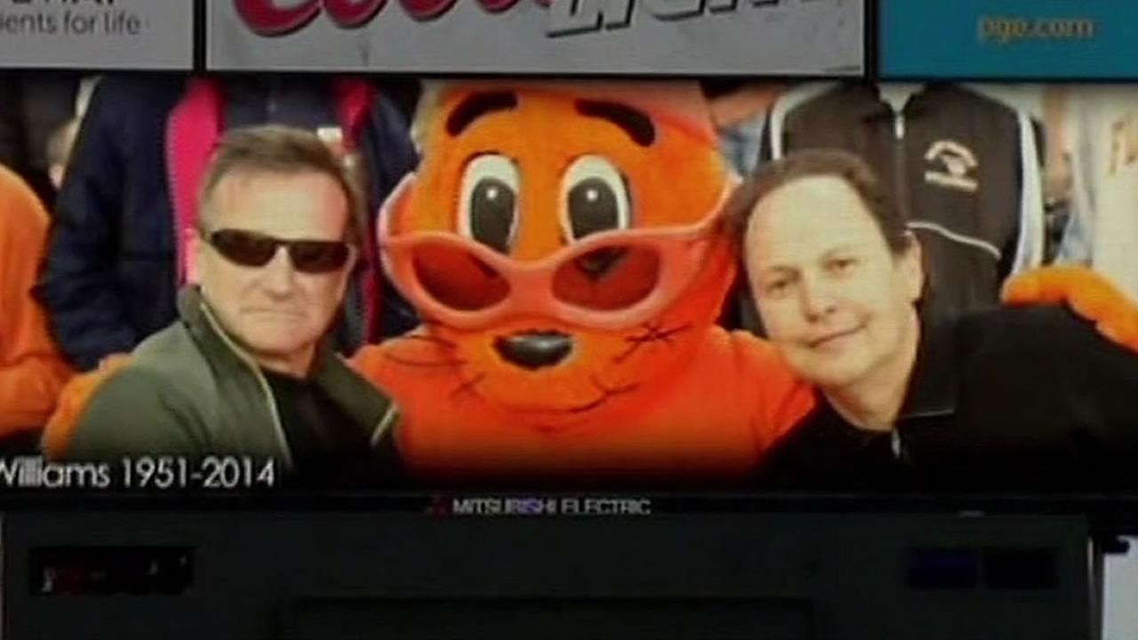 Robin Williams, Giants mascot Lou Seal, and Billy Crystal