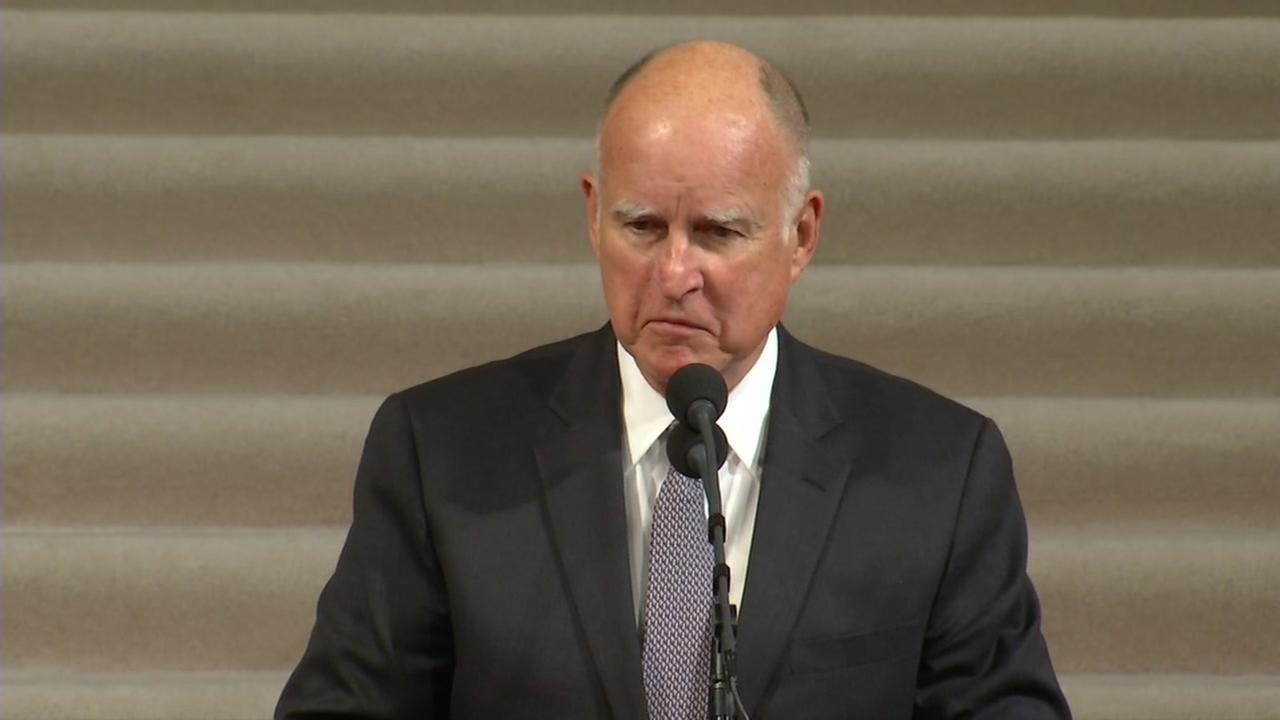 This is an image of Governor Brown speaking at the memorial of San Francisco Mayor Ed Lee on Sunday, December 17, 2017.