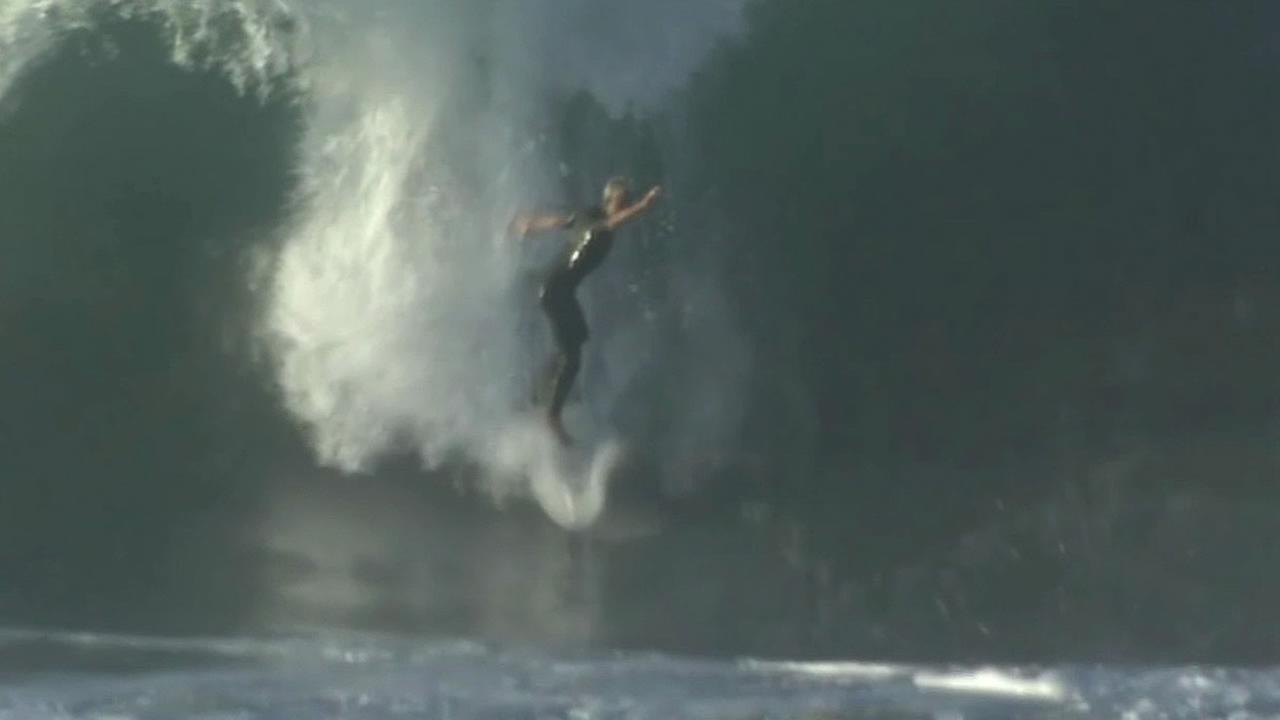 big waves hit Southern California