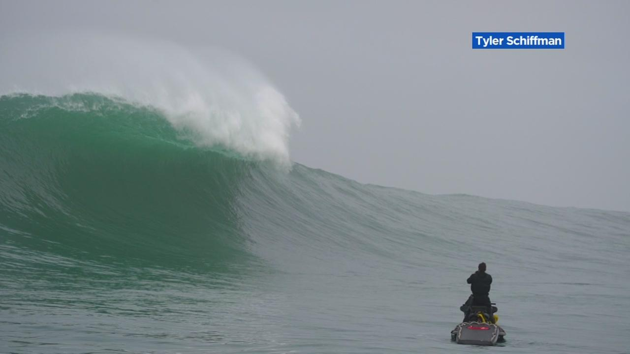 VIDEO: Gigantic wave sweeps over surfers in Half Moon Bay