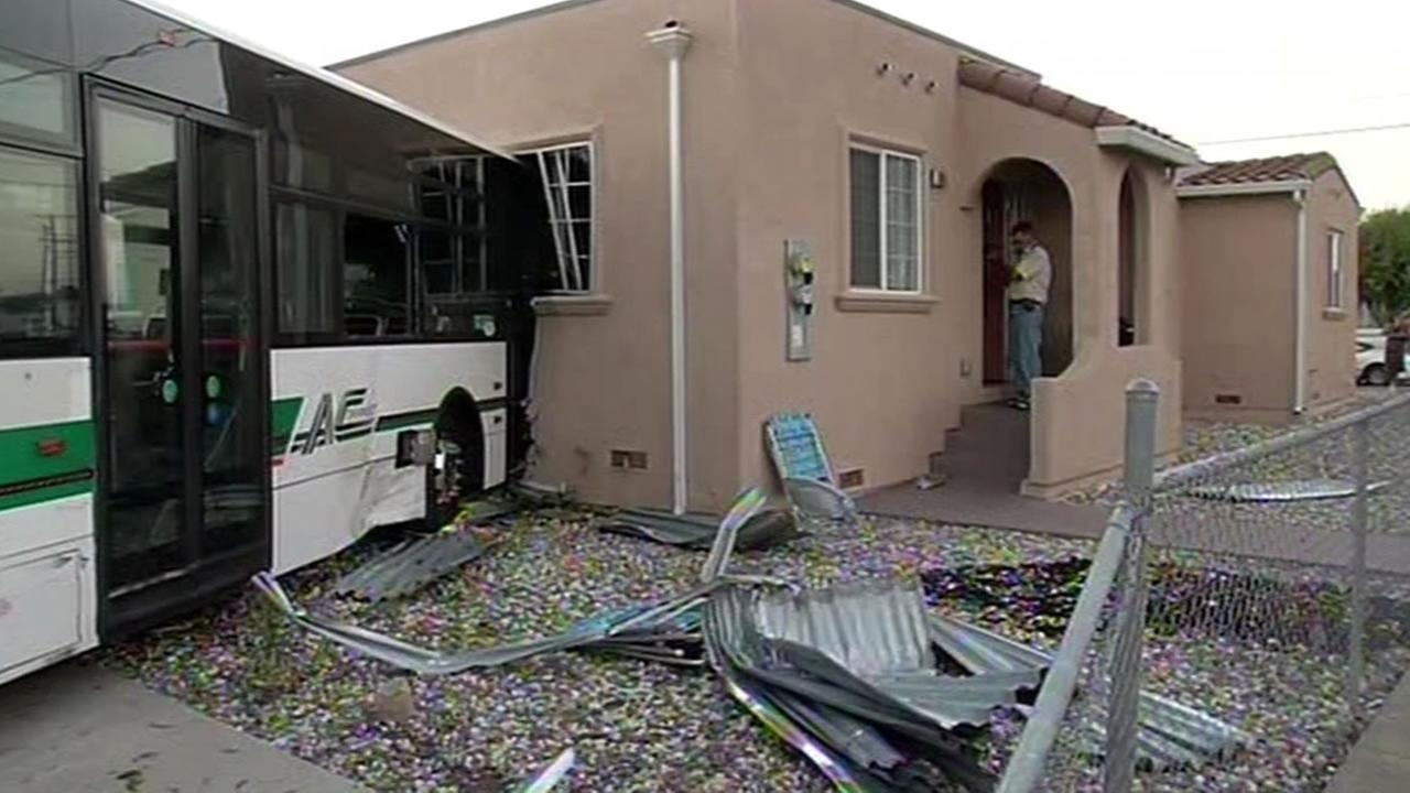 AC Transit bus crashes into Richmond home