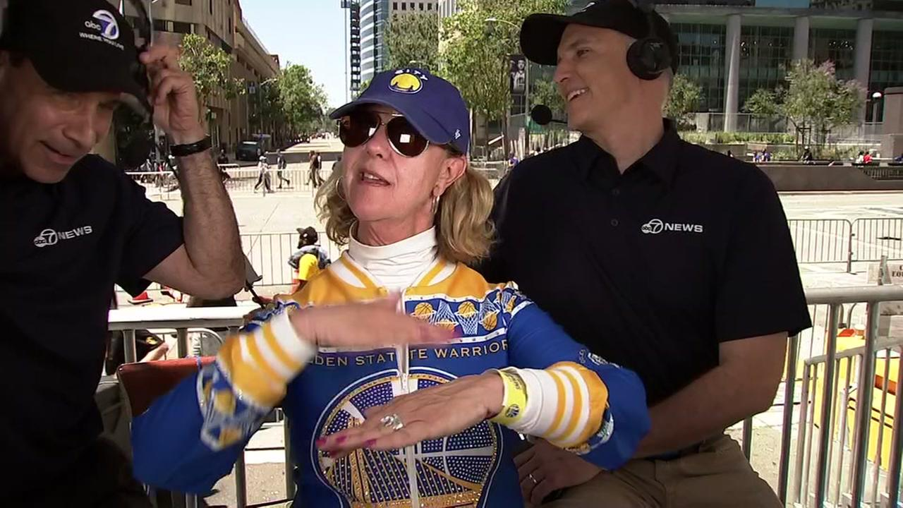 Dance cam mom busts a move during Warriors parade