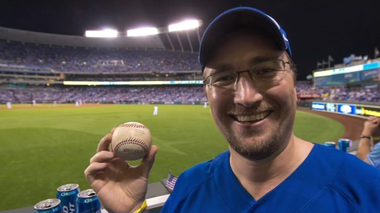 Royals fan caught Hunter Pences home run ball