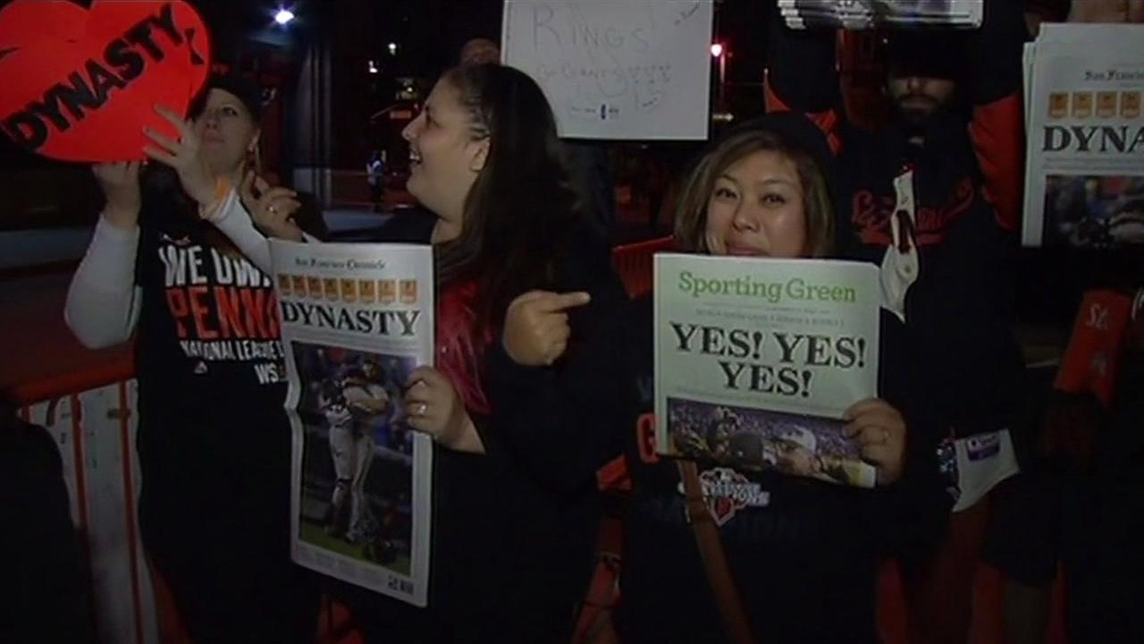 Fans await the San Francisco Giants players return to AT&T Park after their flight from Kansas City.