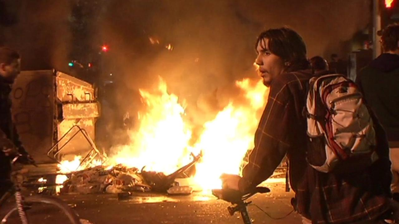 Fire in Oakland during Ferguson protest.
