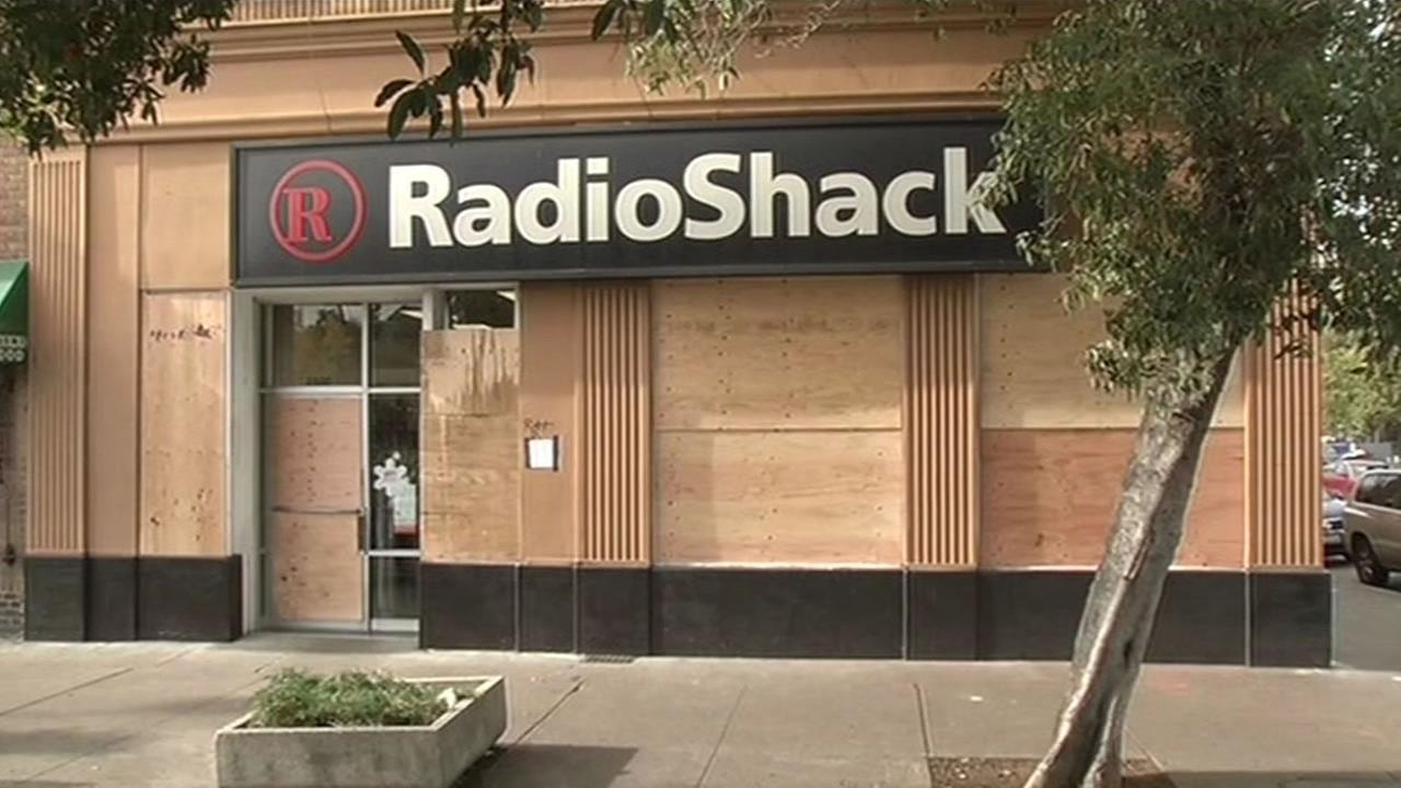 Radio Shack boarded up in Berkeley after violent protest