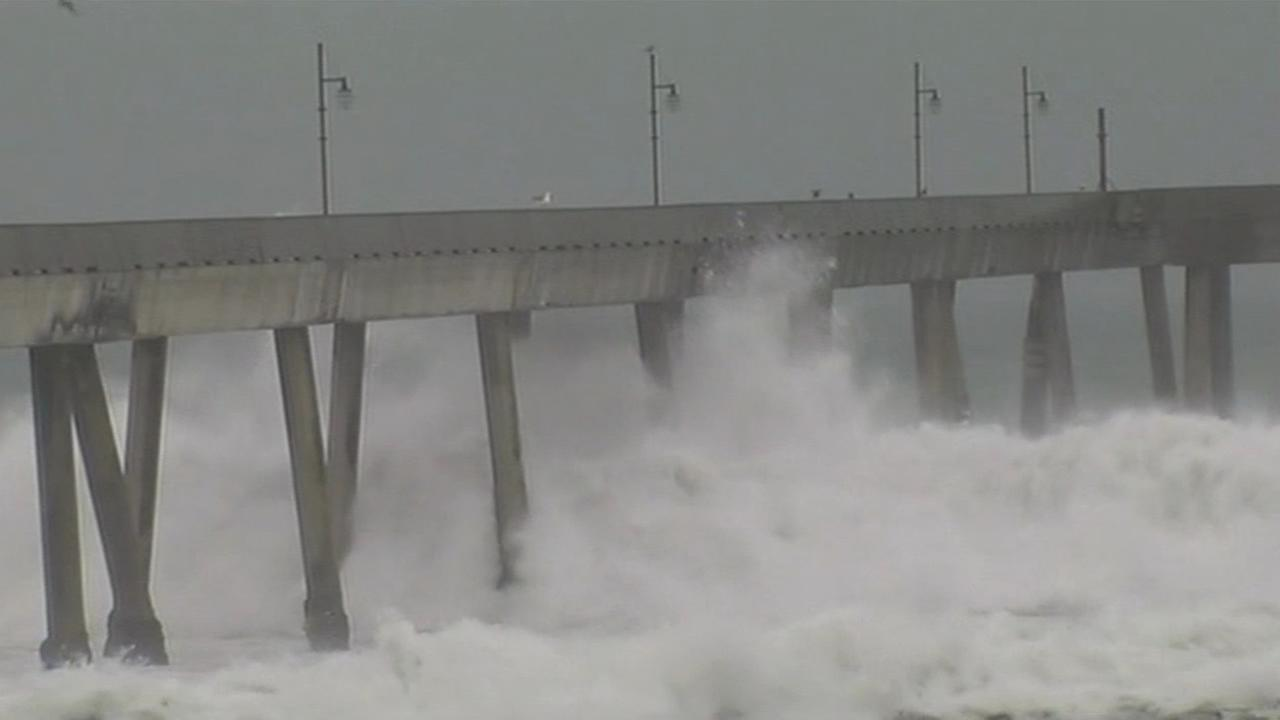 Big waves slam into Pacifica Pier