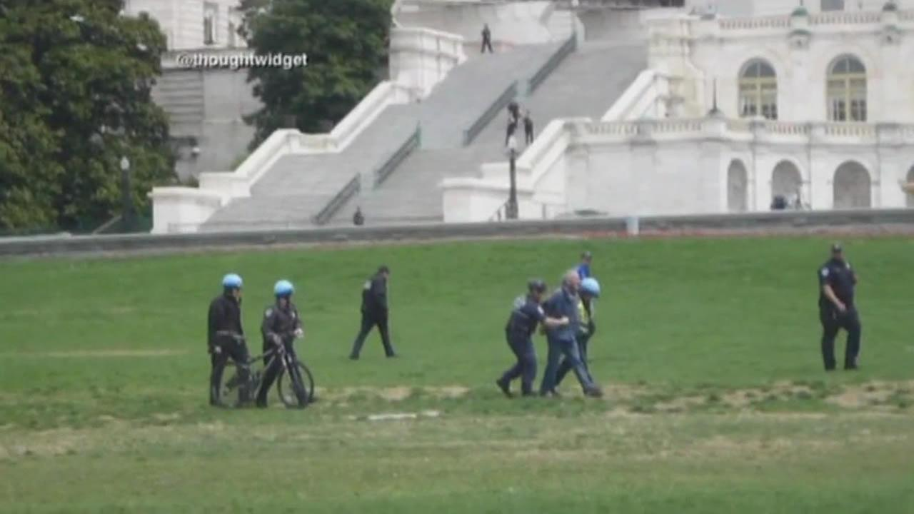 letter carrier who landed his gyrocopter on Capitol Hill arrested