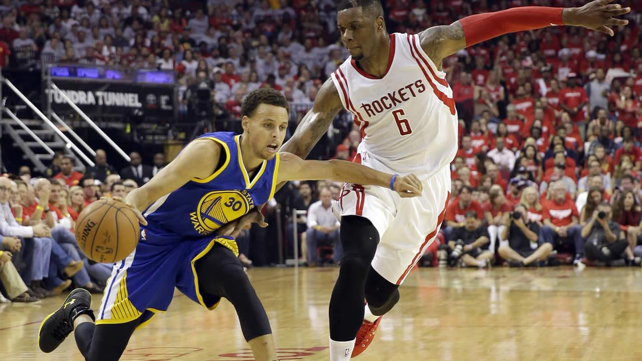Warriors Stephen Curry is defended by Rockets Terrence Jones during the first half in Game 3 of the NBA basketball Western Conference finals Saturday, May 23, 2015, in Houston. (AP Photo/David J. Phillip)