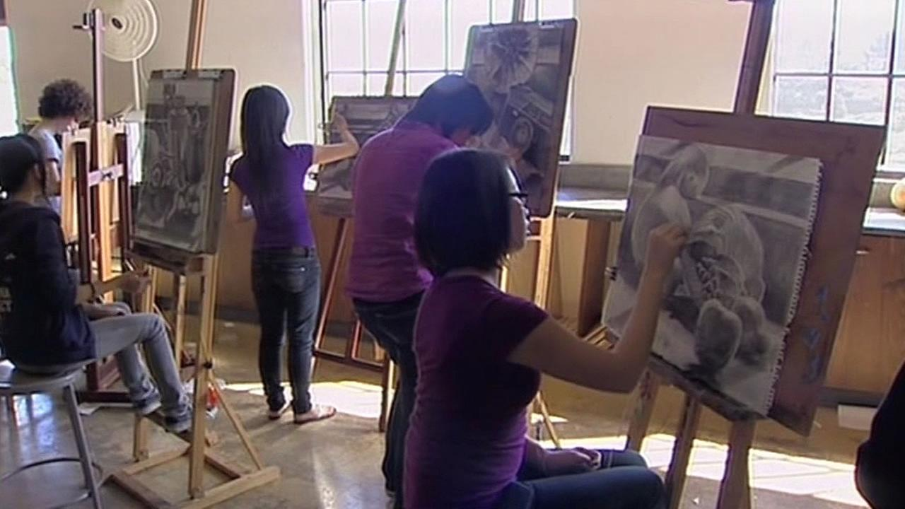 students drawing in art class