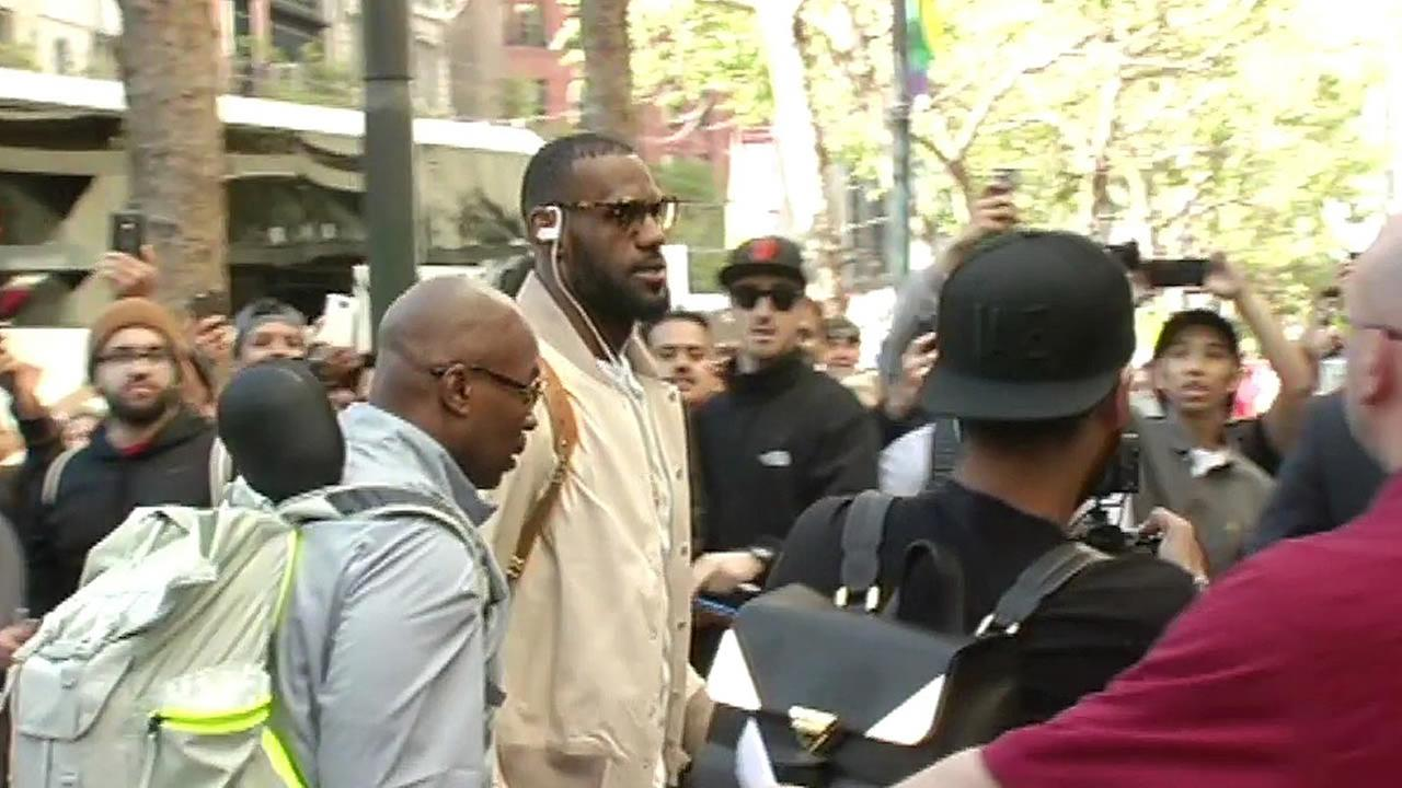 LeBron James arrives in San Francisco