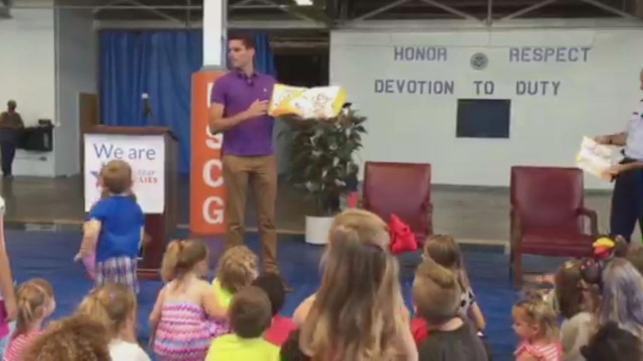 ABC7 News meteorologist Drew Tuma reads to kids