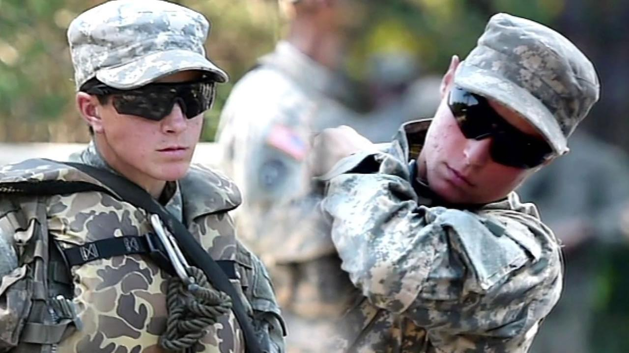 two female Army Rangers