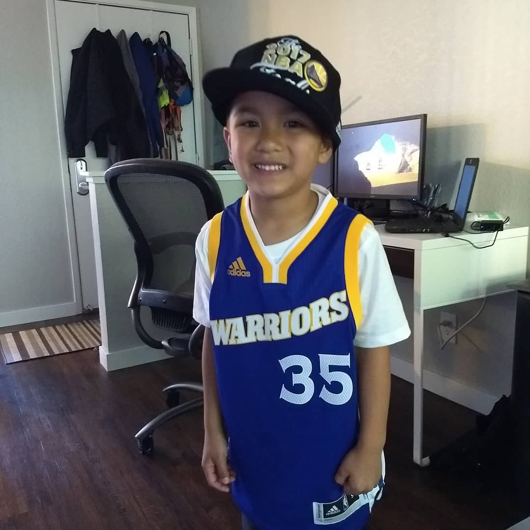 <div class='meta'><div class='origin-logo' data-origin='none'></div><span class='caption-text' data-credit='Photo submitted to KGO-TV by @dawesomejuan/Instagram'>Warriors fans show their spirit during the 2017-2018 season. Share your photos using #DubsOn7 and you may see them online or on TV!</span></div>