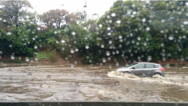 "<div class=""meta image-caption""><div class=""origin-logo origin-image ""><span></span></div><span class=""caption-text"">101 at Oyster Point flooded on Thursday, Dec. 11, 2014 with traffic moving one car at a time (doy/Twitter)</span></div>"