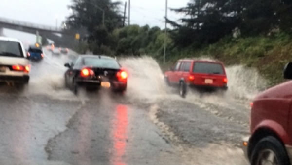 "<div class=""meta image-caption""><div class=""origin-logo origin-image ""><span></span></div><span class=""caption-text"">Plenty of standing water on the freeway during the morning commute on Thursday, Dec. 11, 2014. (neilsonv/Instagram)</span></div>"