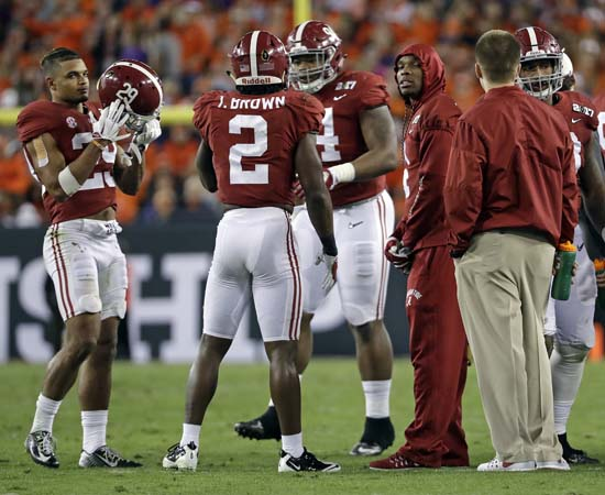 "<div class=""meta image-caption""><div class=""origin-logo origin-image ap""><span>AP</span></div><span class=""caption-text"">Injured Alabama defensive back Eddie Jackson is seen during a break in the first half of the NCAA college football playoff championship game. (AP Photo/David J. Phillip) (AP)</span></div>"