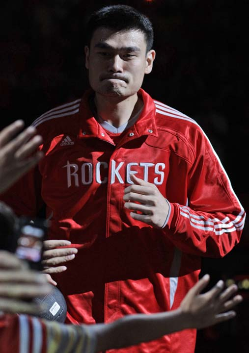 """<div class=""""meta image-caption""""><div class=""""origin-logo origin-image ktrk""""><span>KTRK</span></div><span class=""""caption-text"""">Houston Rockets' Yao Ming takes the court before an NBA basketball game against the Denver Nuggets, Saturday, Oct. 30, 2010, in Houston. (AP Photo/Pat Sullivan) (AP)</span></div>"""
