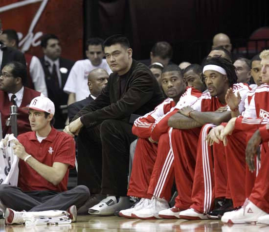 """<div class=""""meta image-caption""""><div class=""""origin-logo origin-image ktrk""""><span>KTRK</span></div><span class=""""caption-text"""">Houston Rockets' Yao Ming, left, of China, sits on the bench during the first quarter of an NBA basketball game against the Washington Wizards. (AP Photo/David J. Phillip) (AP)</span></div>"""