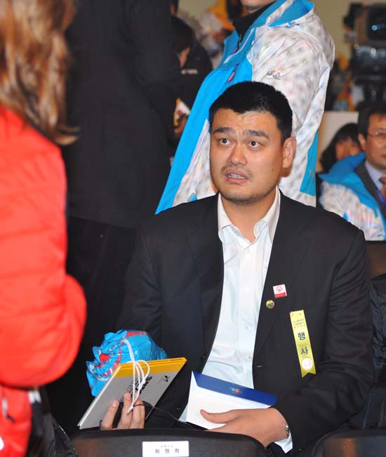 """<div class=""""meta image-caption""""><div class=""""origin-logo origin-image ktrk""""><span>KTRK</span></div><span class=""""caption-text"""">Chinese basketball star Yao Ming takes part in the opening ceremony of the Special Olympics World Winter Games. (AP Photo/Kim Jae-hwan,Pool) (AP)</span></div>"""