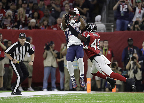 <div class='meta'><div class='origin-logo' data-origin='AP'></div><span class='caption-text' data-credit='AP'>New England Patriots' James White, top, catches a pass against Atlanta Falcons' Deion Jones during the first half of the NFL Super Bowl 51 football game Sunday, Feb. 5, 2017.</span></div>