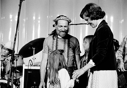 "<div class=""meta image-caption""><div class=""origin-logo origin-image ap""><span>AP</span></div><span class=""caption-text"">Country music singer Willie Nelson and his children Amy, left, and Paula talk with first lady Rosalynn Carter at the White House on Sept. 23, 1978. (AP Photo)</span></div>"